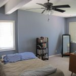 To keep hot air low and cold air up while preventing mold, spin the ceiling fan clockwise.